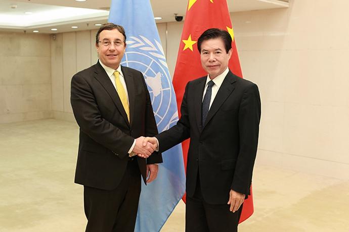 钟山部长会见联合国开发计划署署长施泰纳