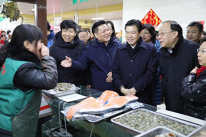 钟山部长考察北京市春节市场