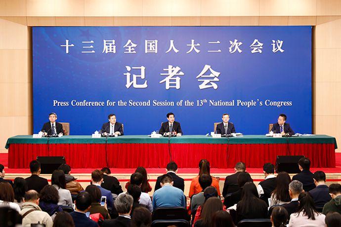 钟山部长出席2019年全国两会记者会