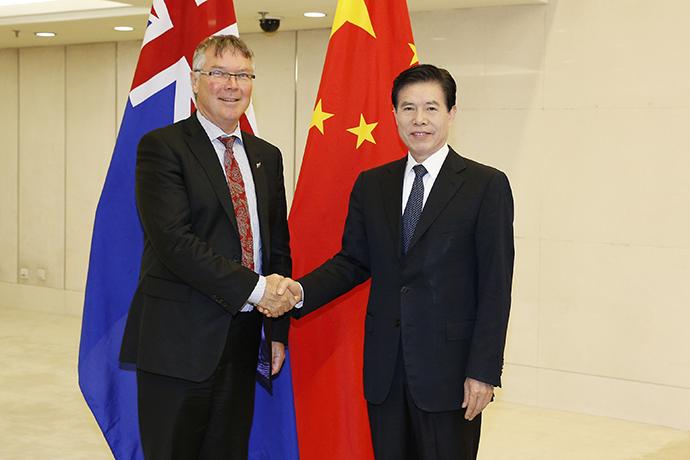 钟山部长会见新西兰贸易和出口增长部长戴维•帕克